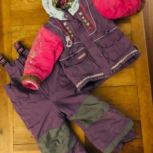 Girl snow suit, size 3